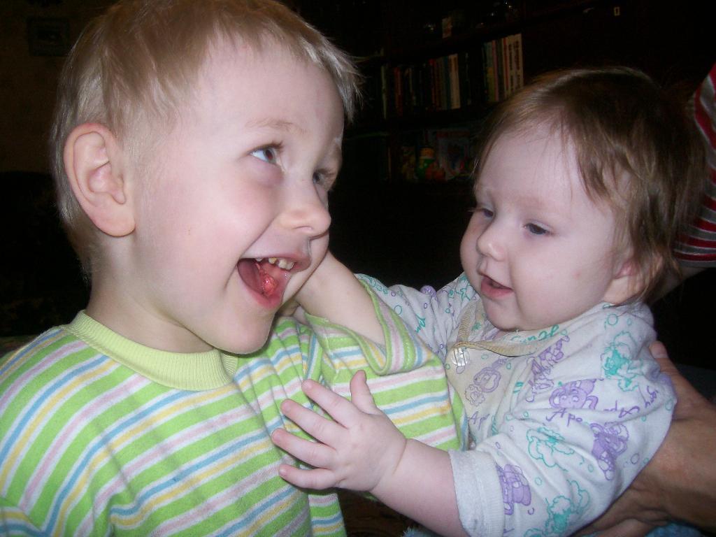 Мои детки Артем и Настя. Время улыбаться