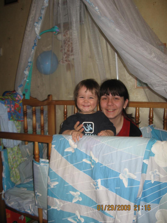 С мамой весело в кроватке :). Время улыбаться