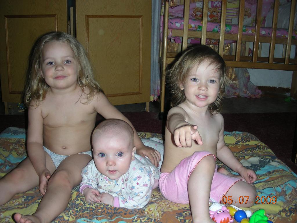 'Нас трое, но улыбаемся мы по разному!'. Время улыбаться