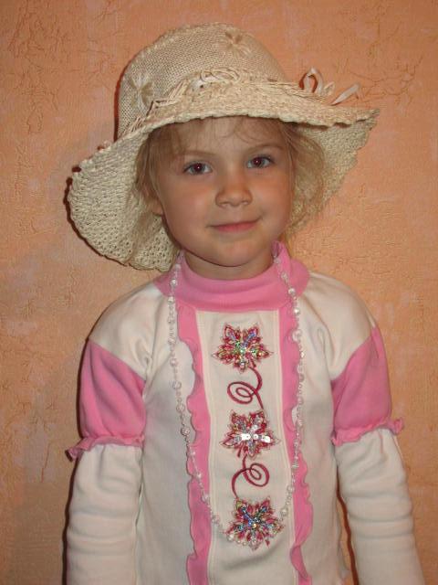 Примеряем шляпку. Белая панама