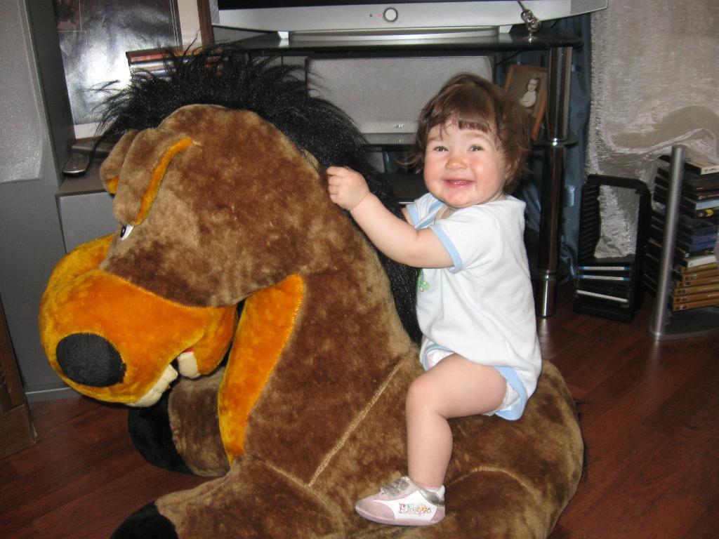 ' Я люблю свою лошадку, причешу ей гриву гладко'. Время улыбаться