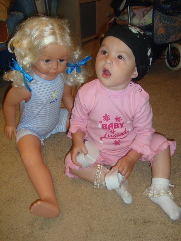 Сашенька и куколка!. Мои игрушки