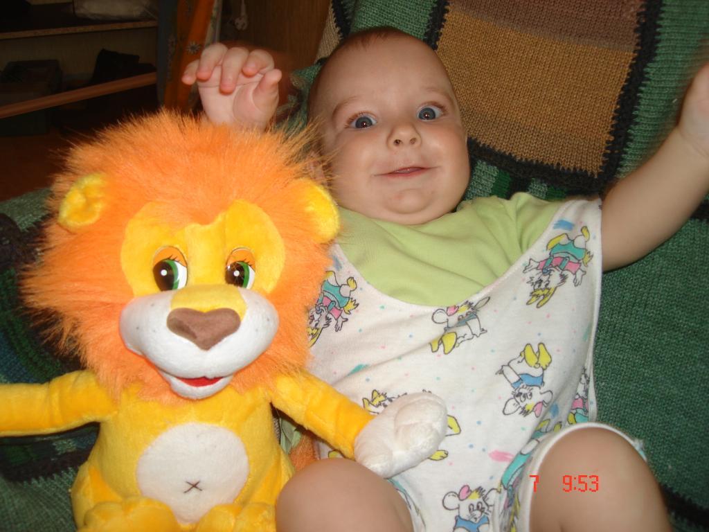 я на со львеночком лежу ..... Мои игрушки