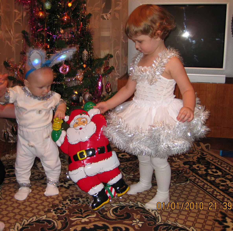 С Дедом Морозом втроем вокруг елочки пойдем. Братишки и сестренки
