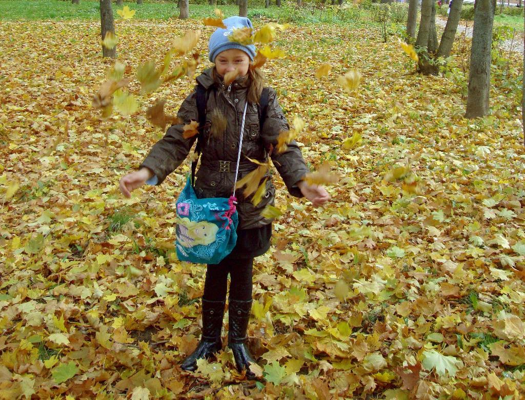 Подставляйте ладони, я насыплю вам осень.... Осенняя прогулка