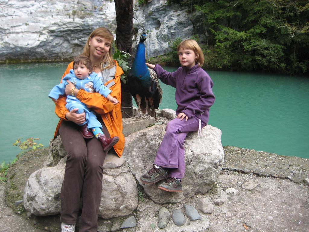 Абхазия, Голубое озеро. Выходные на природе