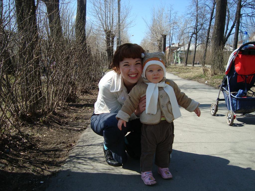 Нам весело гулять вдвоем. Мадонна с младенцем