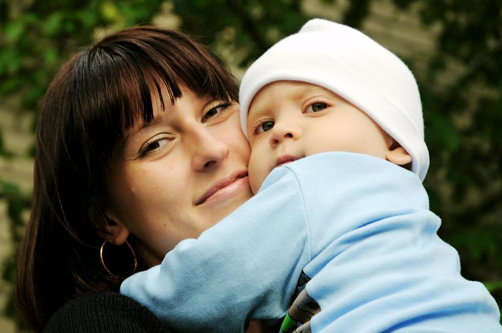 первенец. Мадонна с младенцем