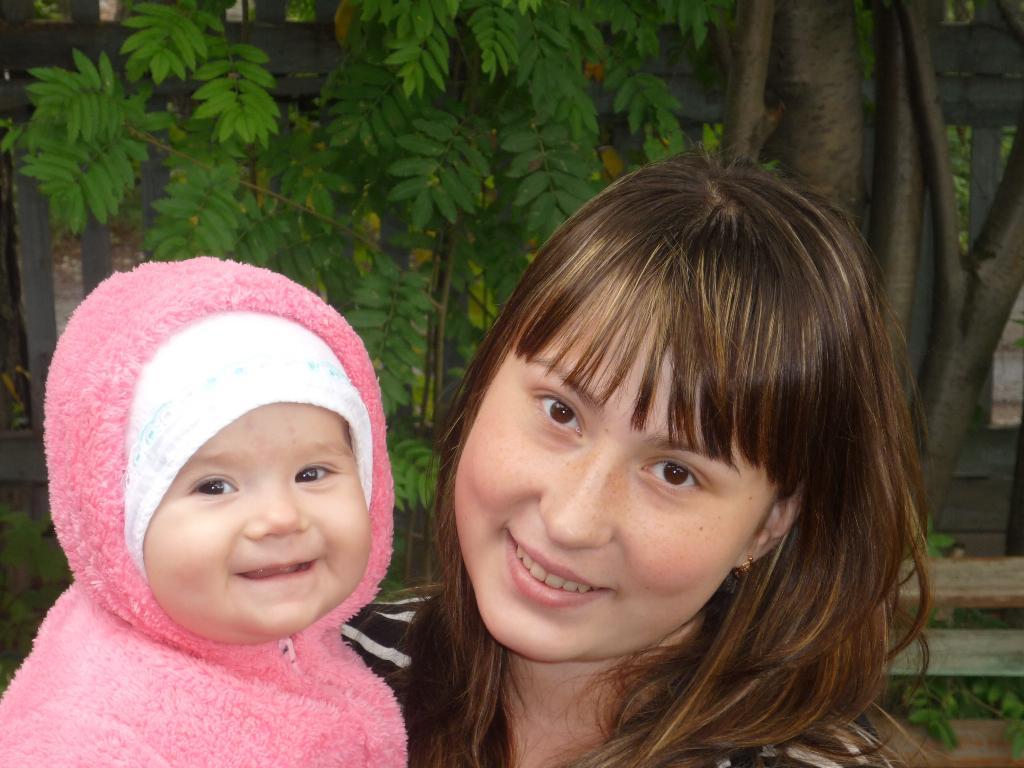 Мы любим улыбаться и смеяться))). Мадонна с младенцем
