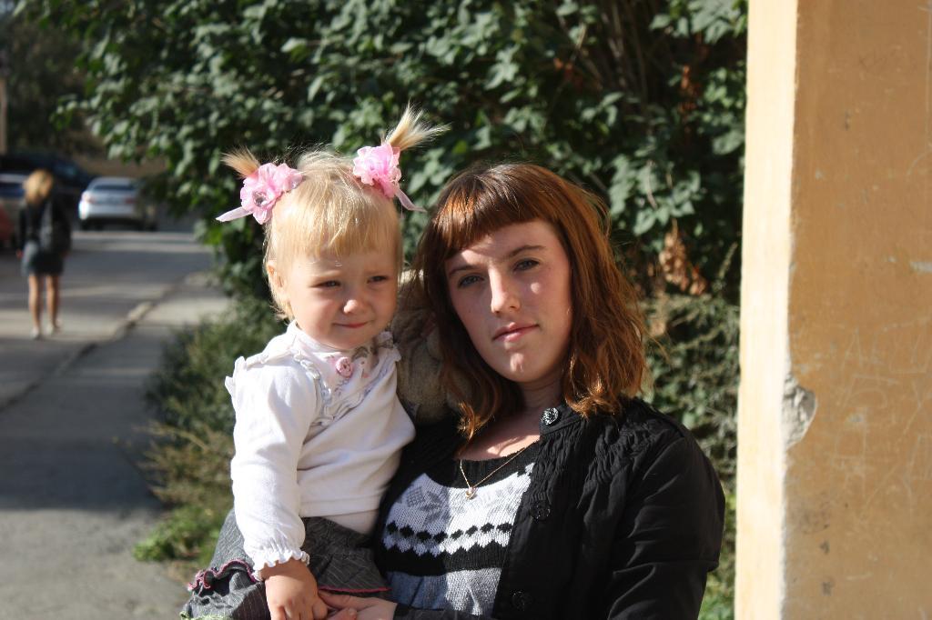 Мадонна и будущая мадонна. Мадонна с младенцем