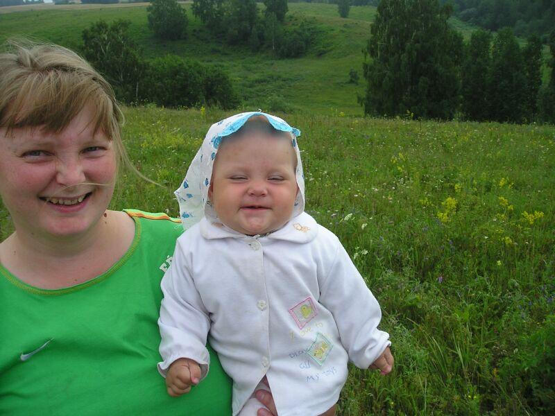 С мамой так весело!!. Мадонна с младенцем