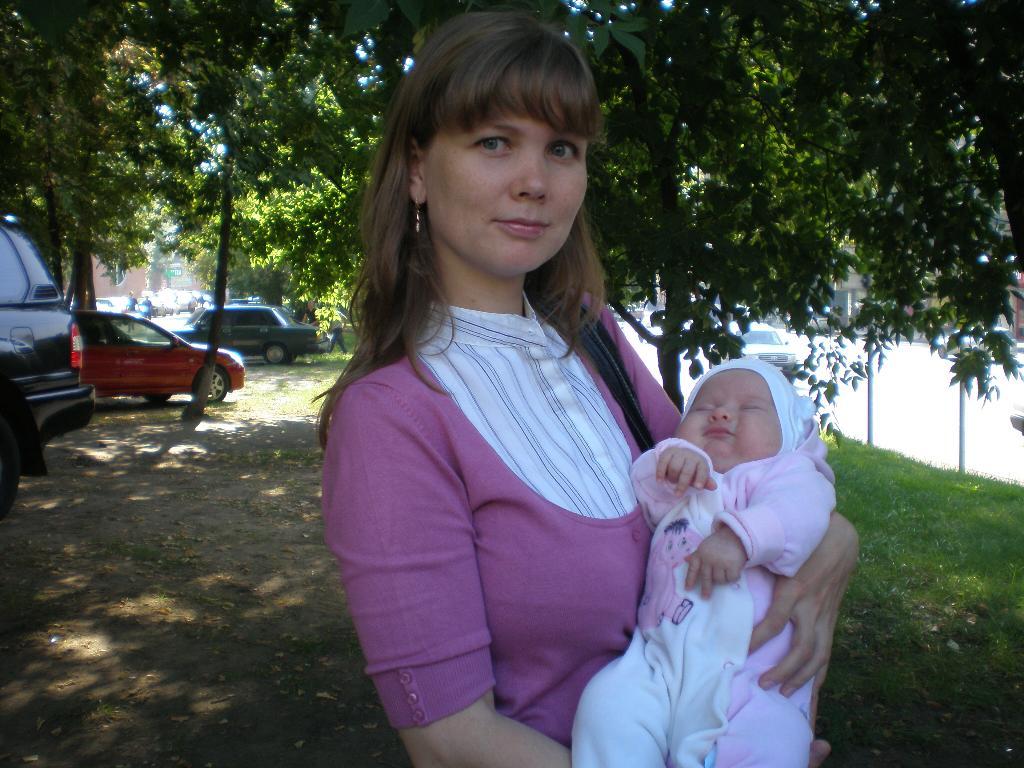 Маруся с мамой. Мадонна с младенцем