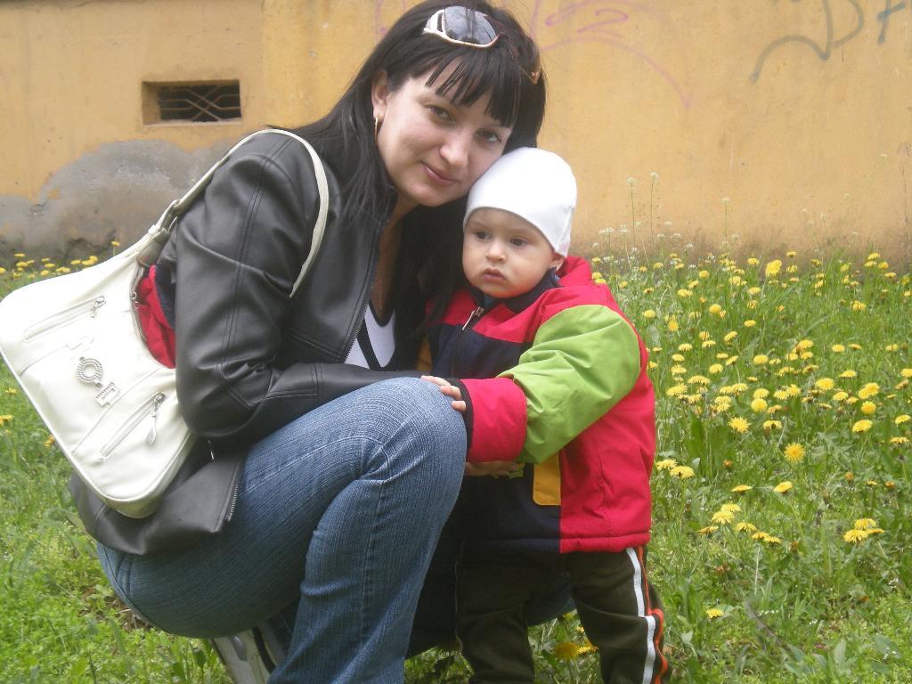 первая весна. Мадонна с младенцем