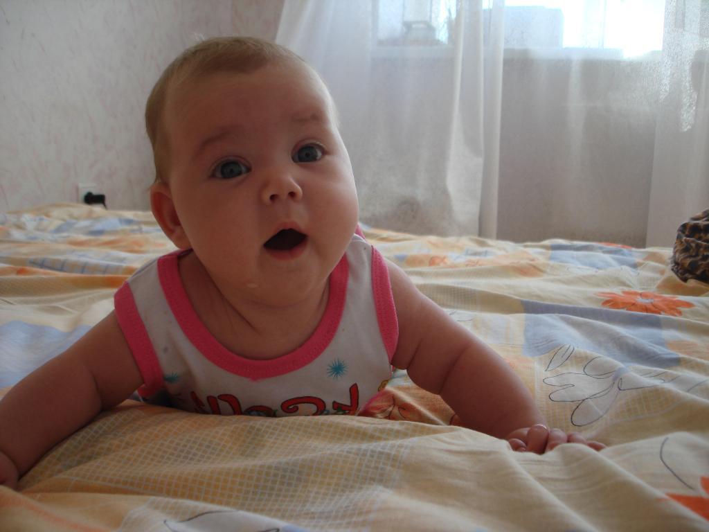 моя крошка Олеся 8 месяцев. Малыш на обложку