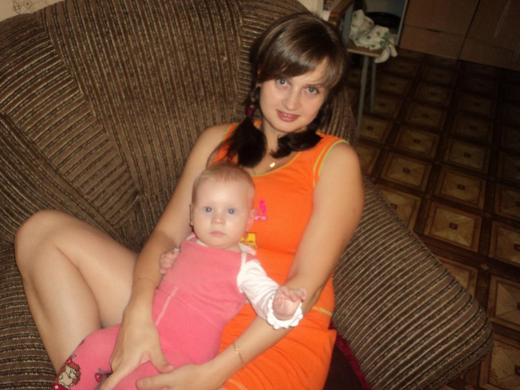 папина доча у мамы на руках. Мадонна с младенцем