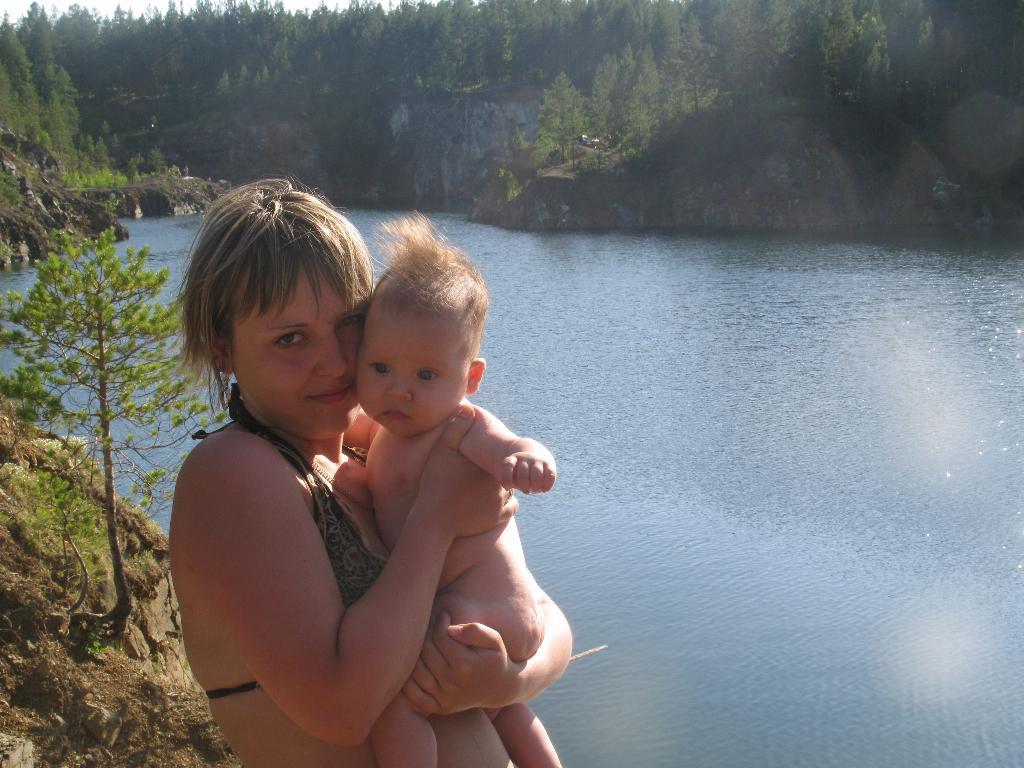 две походницы. Мадонна с младенцем