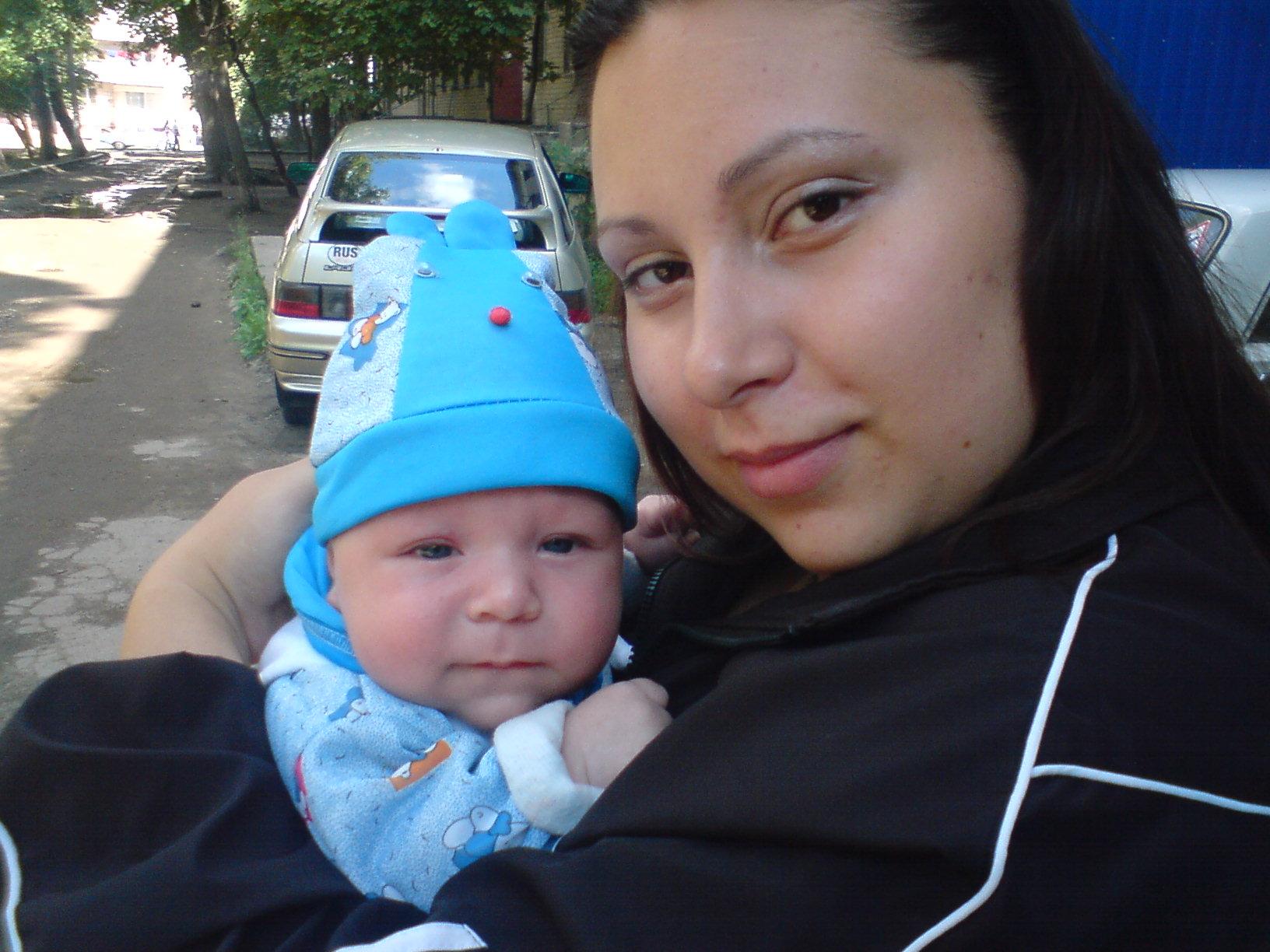 мы на уличке. Мадонна с младенцем