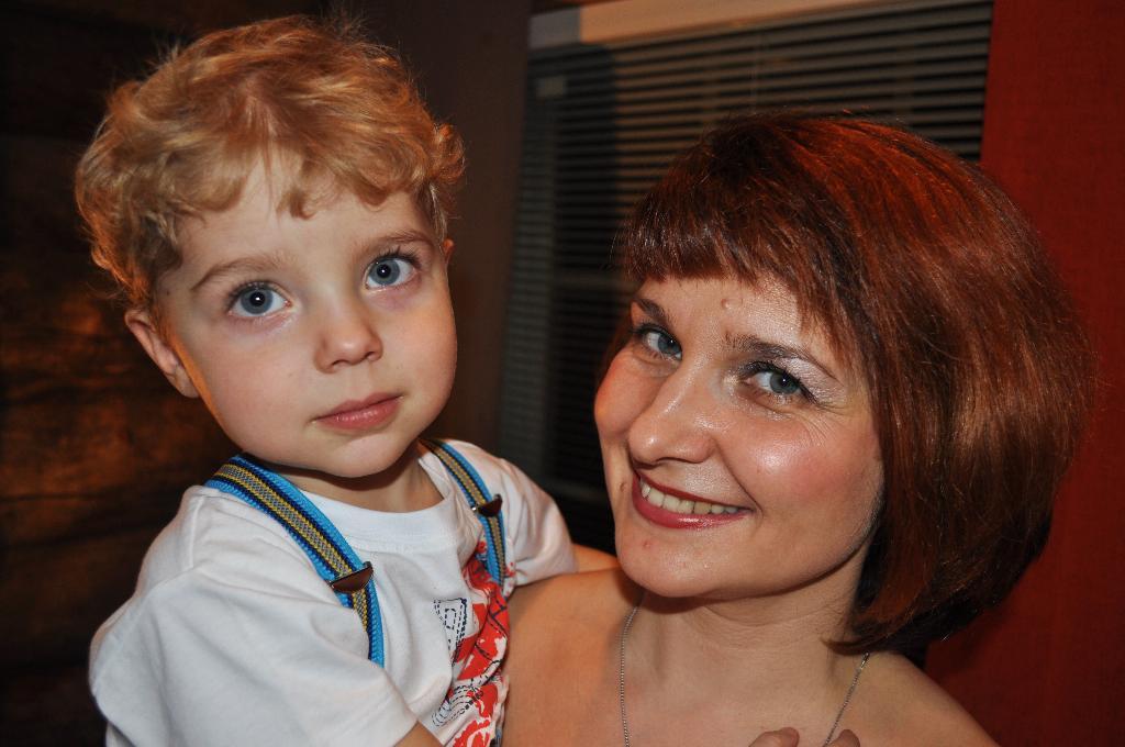 Вместе. Мадонна с младенцем