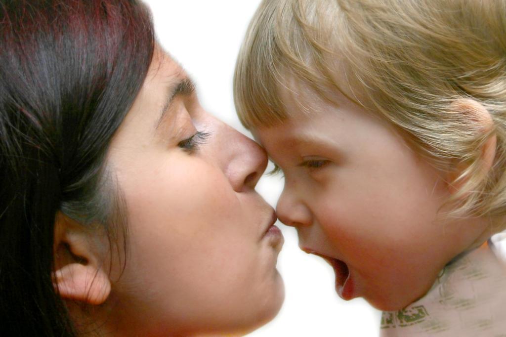 Поцелуй. Мадонна с младенцем