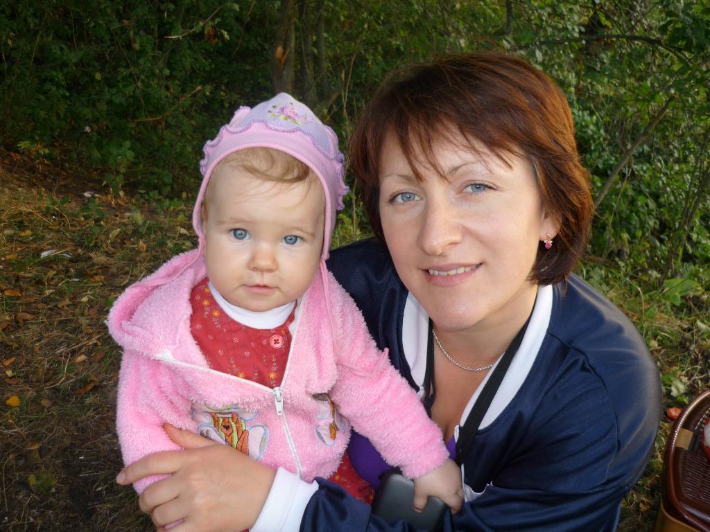 Голубогазое чудо! (Маша в мамин день рожденья). Мадонна с младенцем