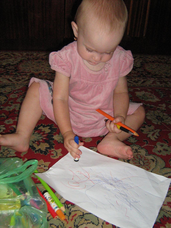 Маленькому художнику 11 месяцев. Я рисую