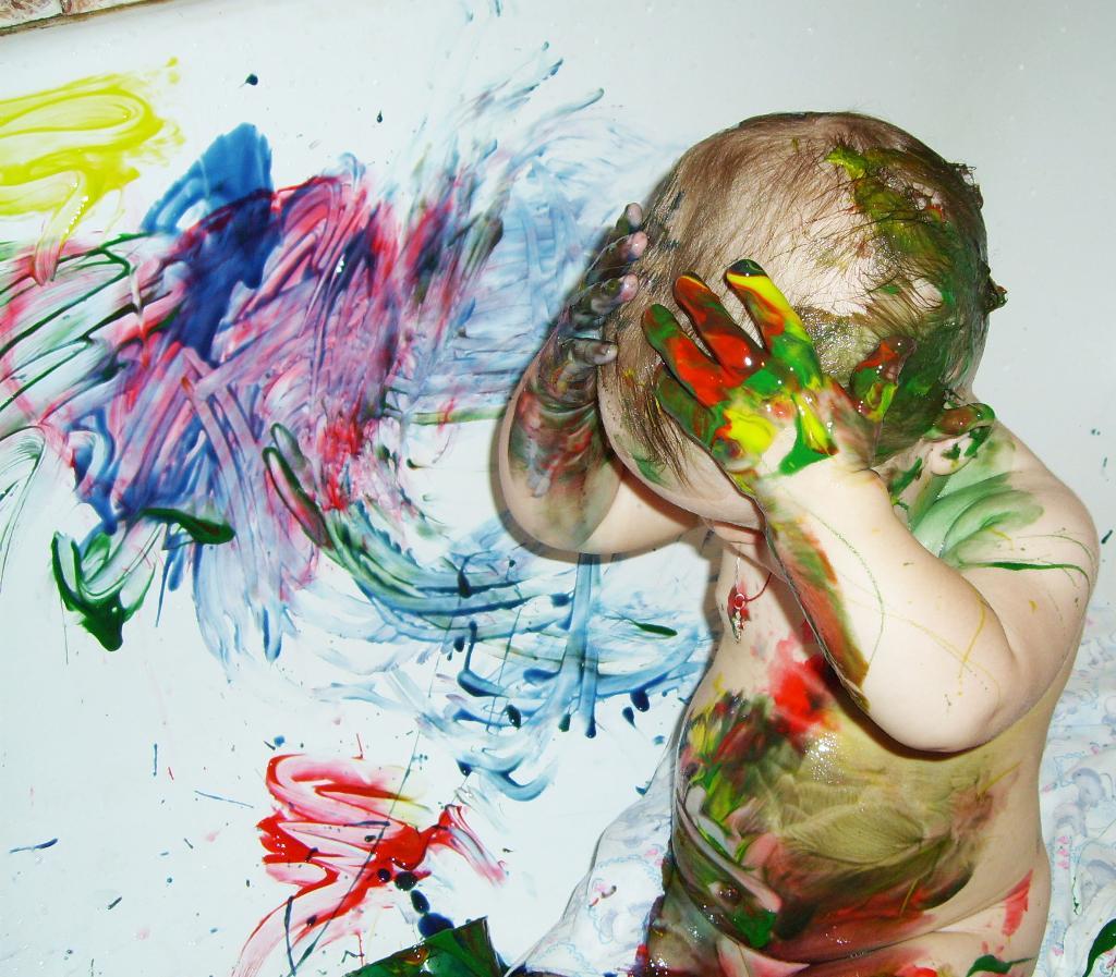 Всем бы так рисовать, а вот маме меня отмывать. Закрытое голосование фотоконкурса 'Я рисую'