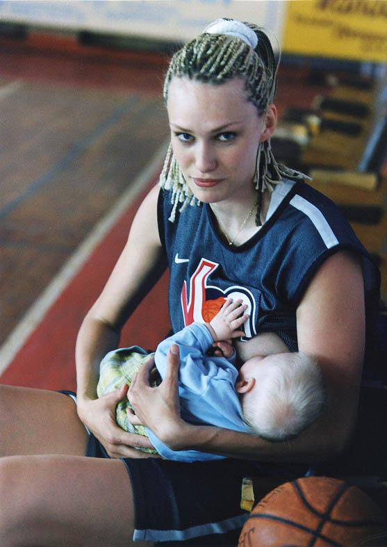 Спортивное питание. Мадонна с младенцем