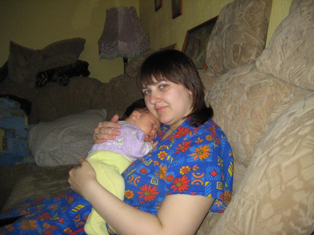 так сладко спать на груди у мамы. Мадонна с младенцем