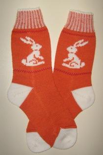 Заяц-символ 2011 года.. Перчатки, варежки, носки, пинетки, обувь