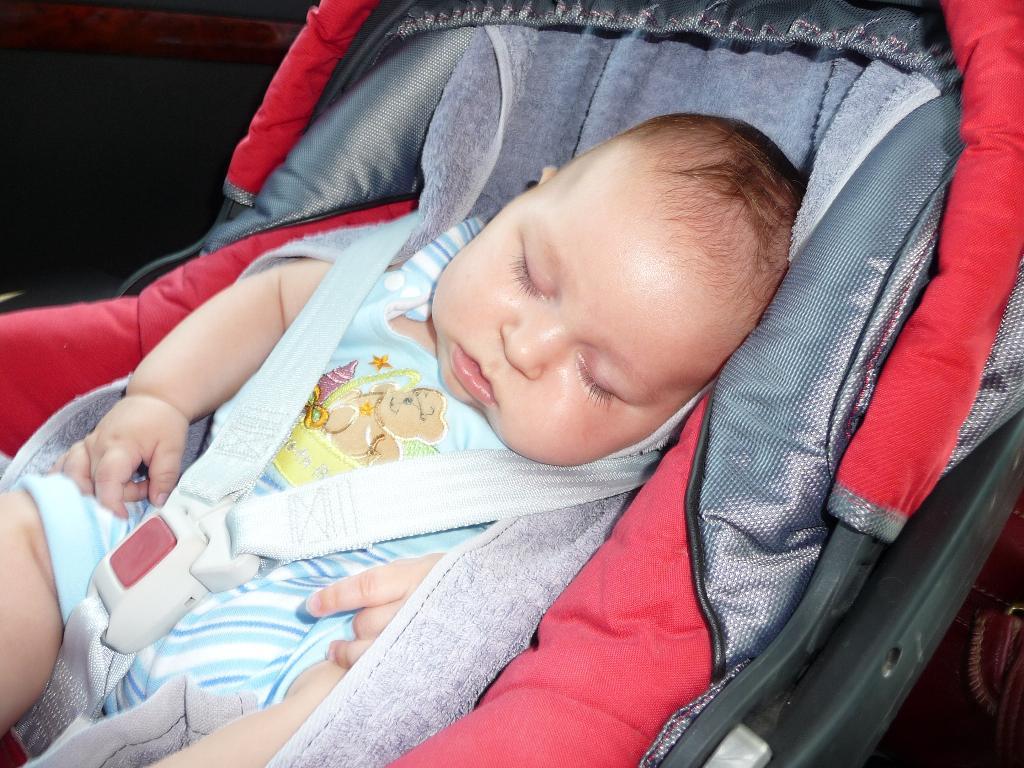Малыш-худыш. Устал в дороге.. Сладкий сон