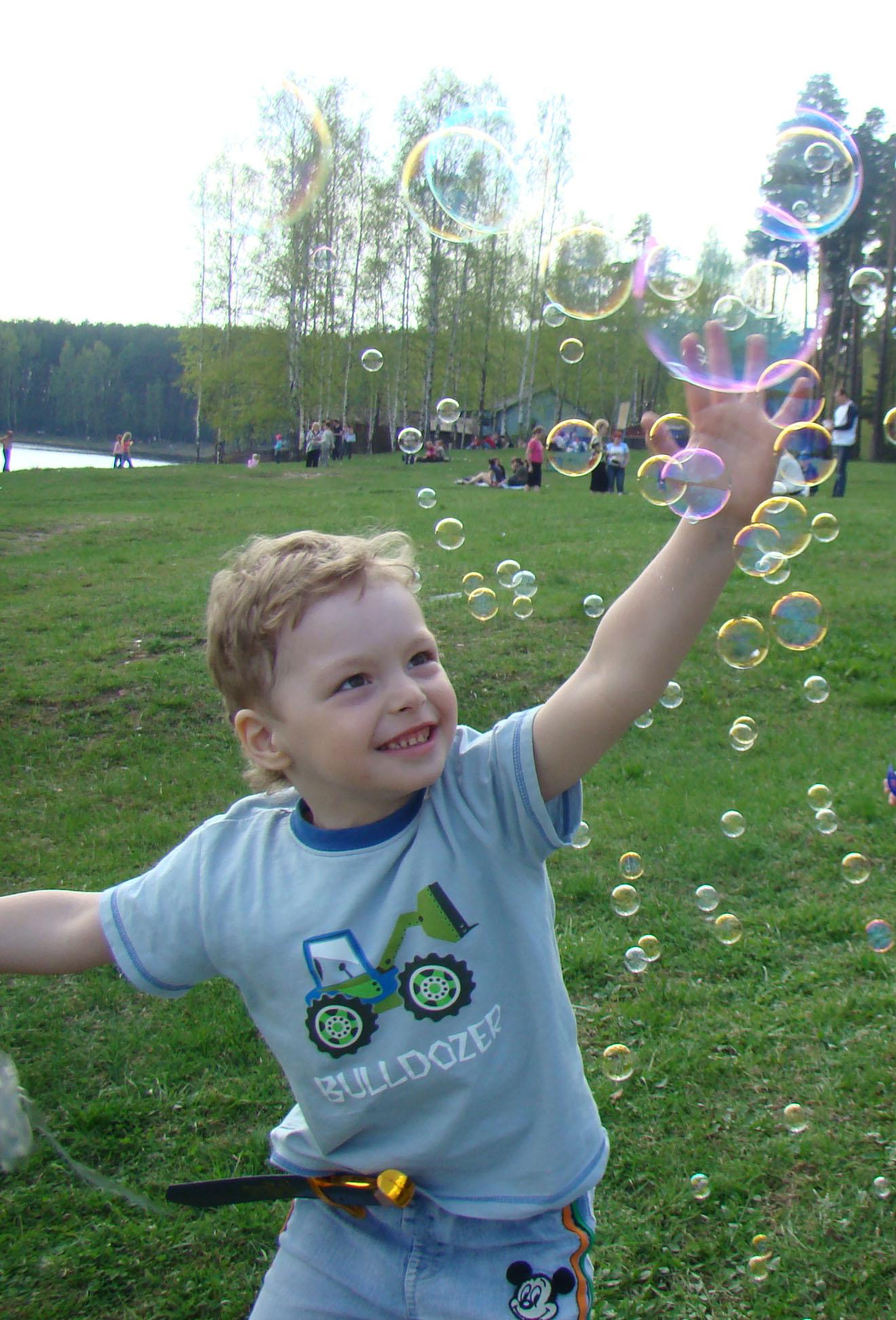 Погоня за мыльными пузырями.. Закрытое голосование фотоконкурса 'Выходные на природе'