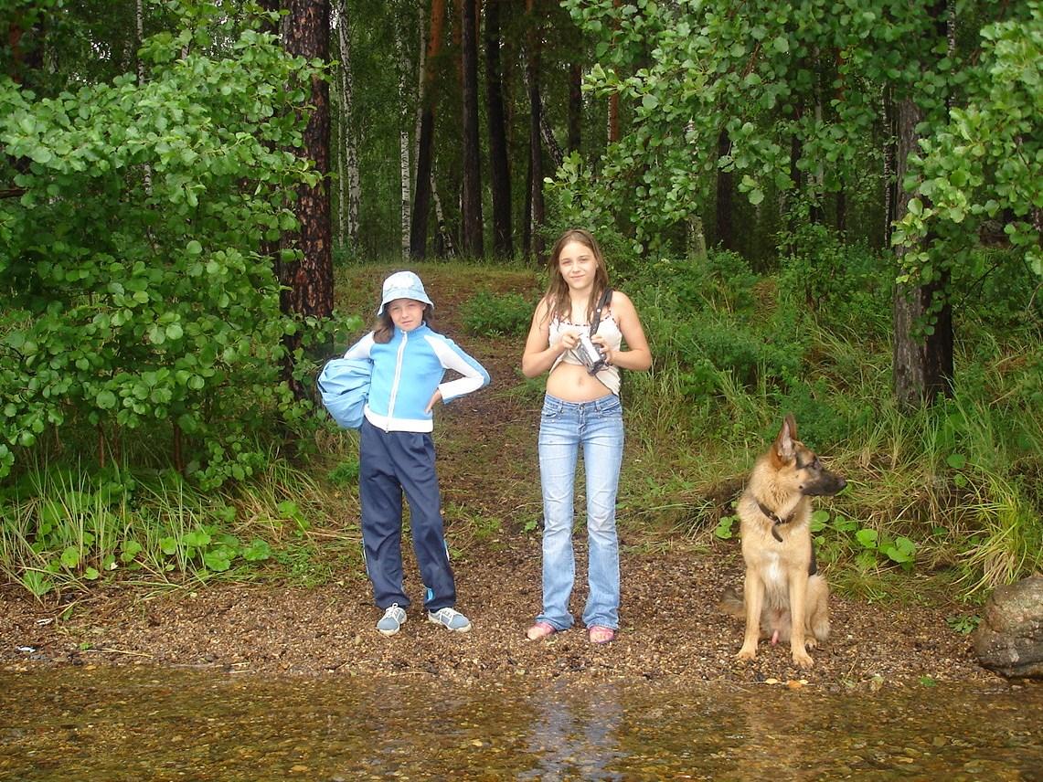 Двое на берегу, не считая собаки :). Выходные на природе