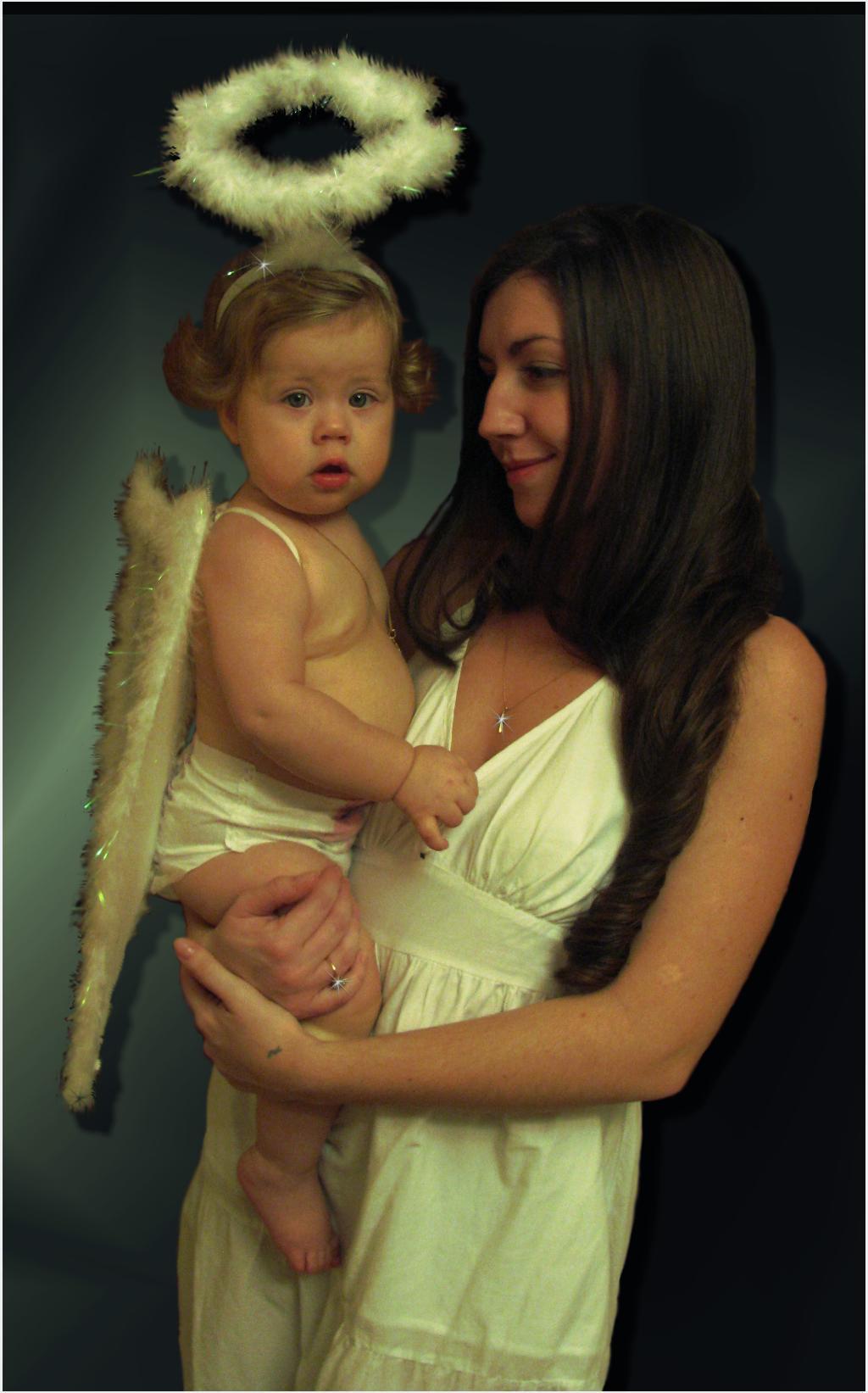 ангелочек спустился с небес.... Мадонна с младенцем