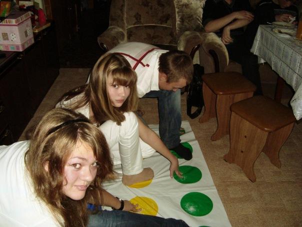 Твистер в разгаре,дети в угаре :))). Играем вместе