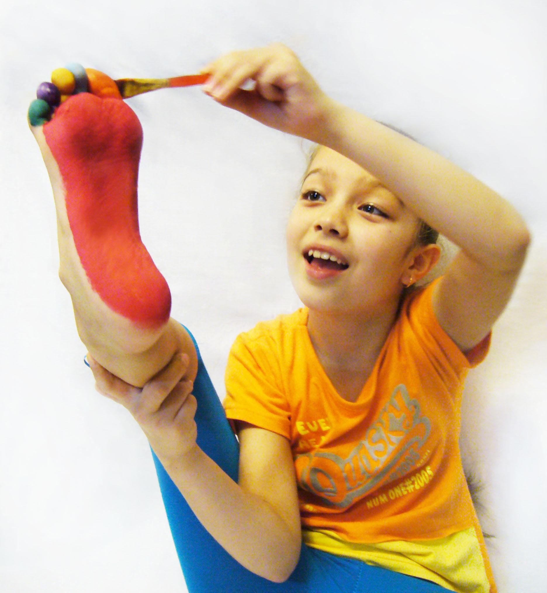 Радужные ножки.. Я рисую