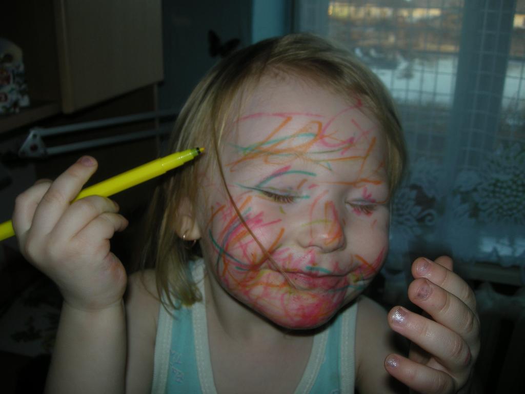 Главное - яркий макияж!. Я рисую