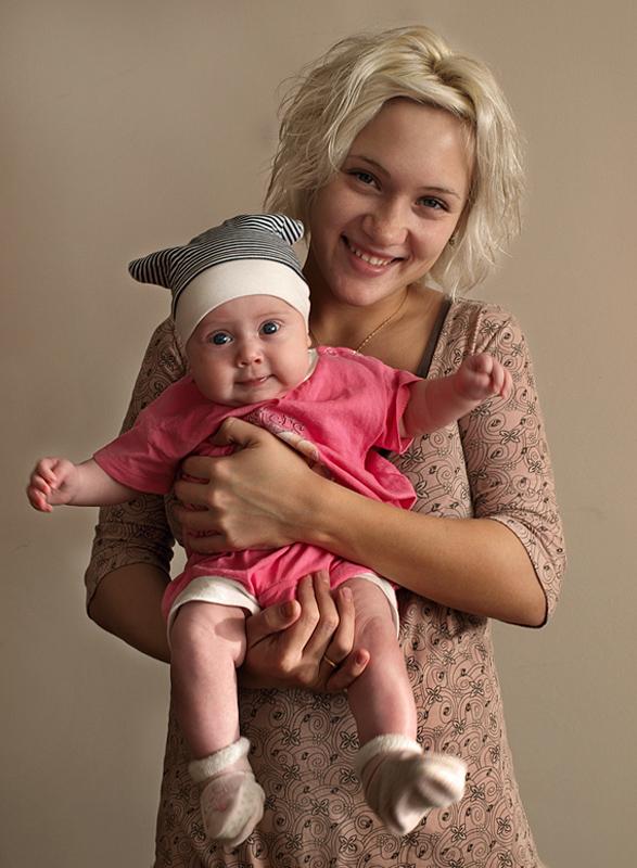 Девчонки в розовом!. Мадонна с младенцем