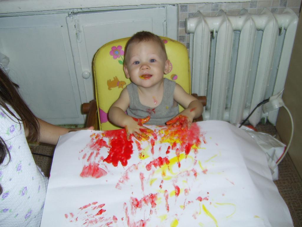 Мой первый опыт рисования пальчиковыми красками.. Я рисую