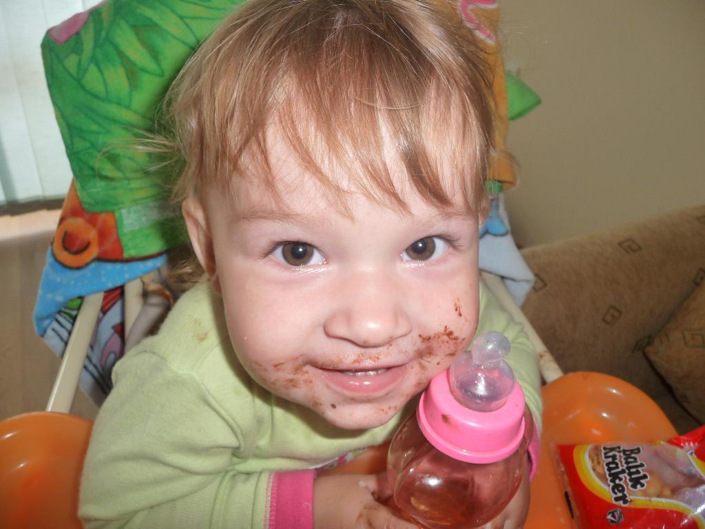 Мам, а шоколад то вкусный. Малыш на обложку