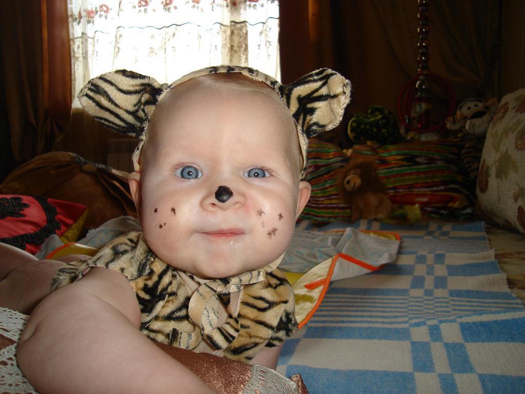 год 2010-тый необычный-полосатый!. Малыш на обложку