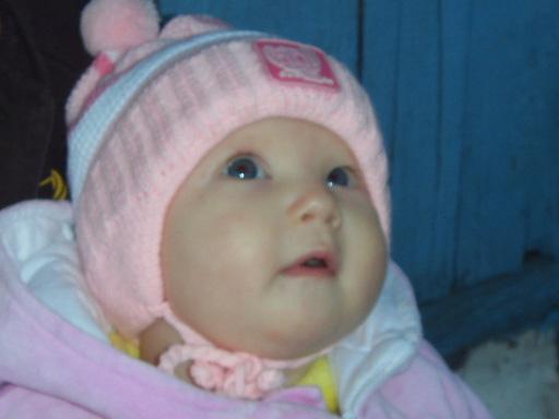 Задумчивое лицо девочки. Малыш на обложку