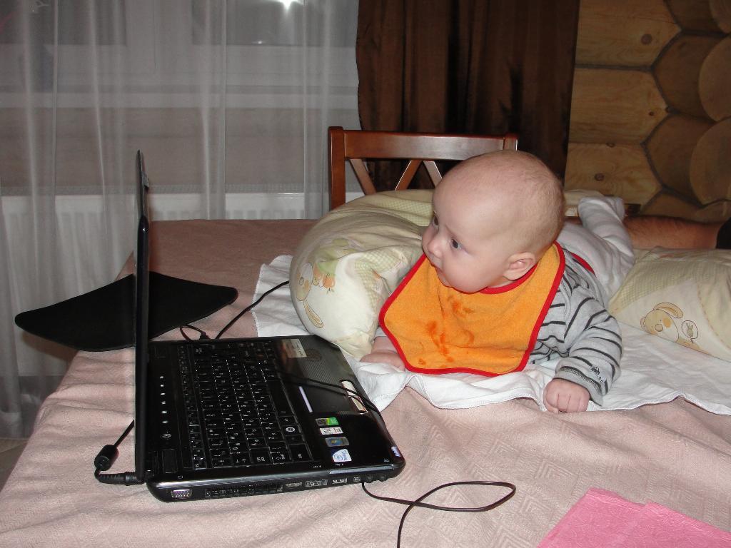 Дедушка, ноутбук у меня уже есть, можно мне авто?!. Пишу письмо Деду Морозу
