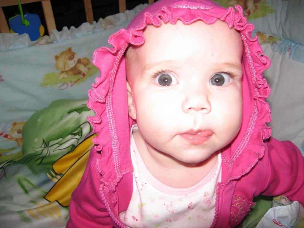 Лилия цветёт в кроватке!. Малыш на обложку