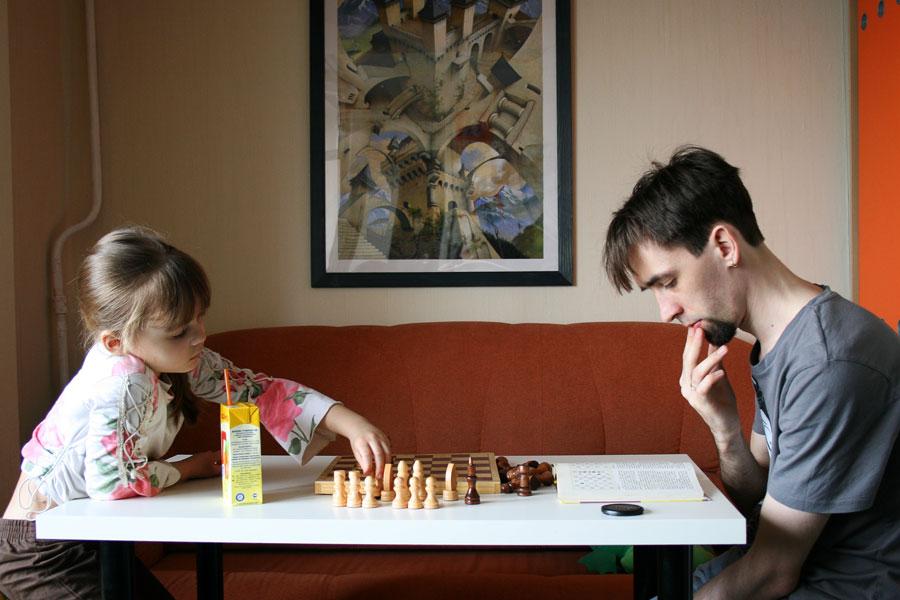 Учимся играть в шахматы. Закрытое голосование фотоконкурса 'Играем вместе'