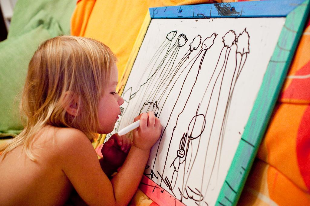 -'Мама, я худоЗница,.. нАстоящая худоЗница!.'. Закрытое голосование фотоконкурса 'Я рисую'