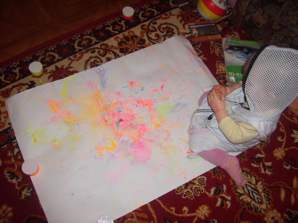 Первы рисунки...руками. Я рисую