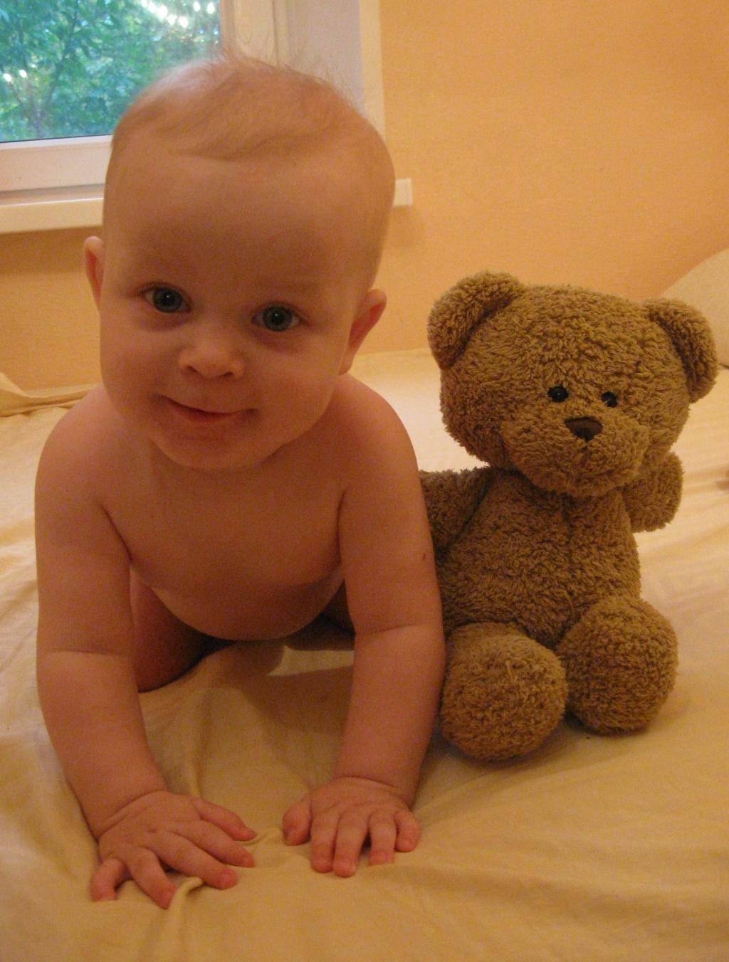 Егорка и медвеженка. Малыш на обложку