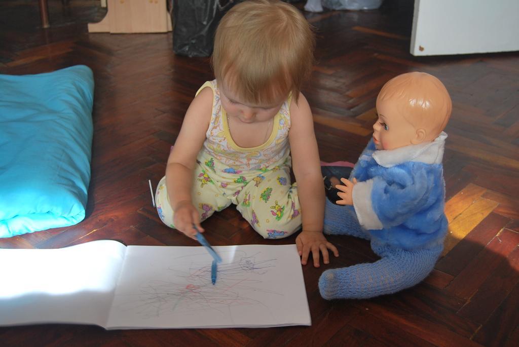 Раз, два, три, четыре, пять, учим куклу рисовать!. Я рисую