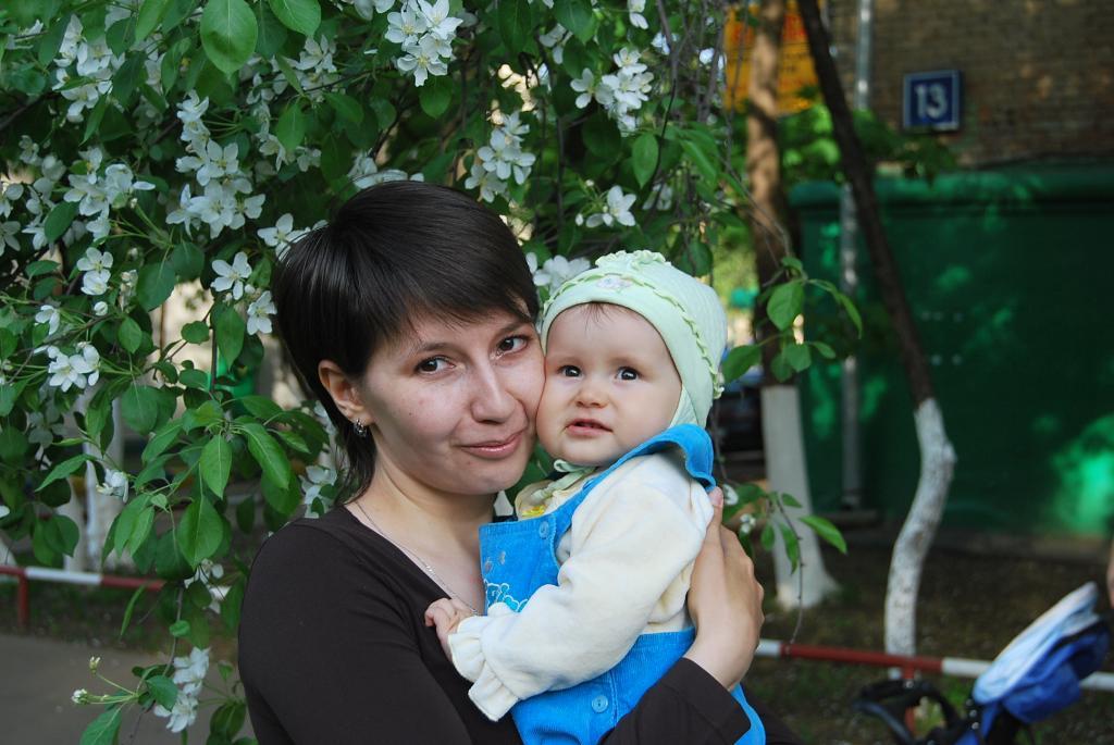 Первая дочкина весна в Москве. Мадонна с младенцем
