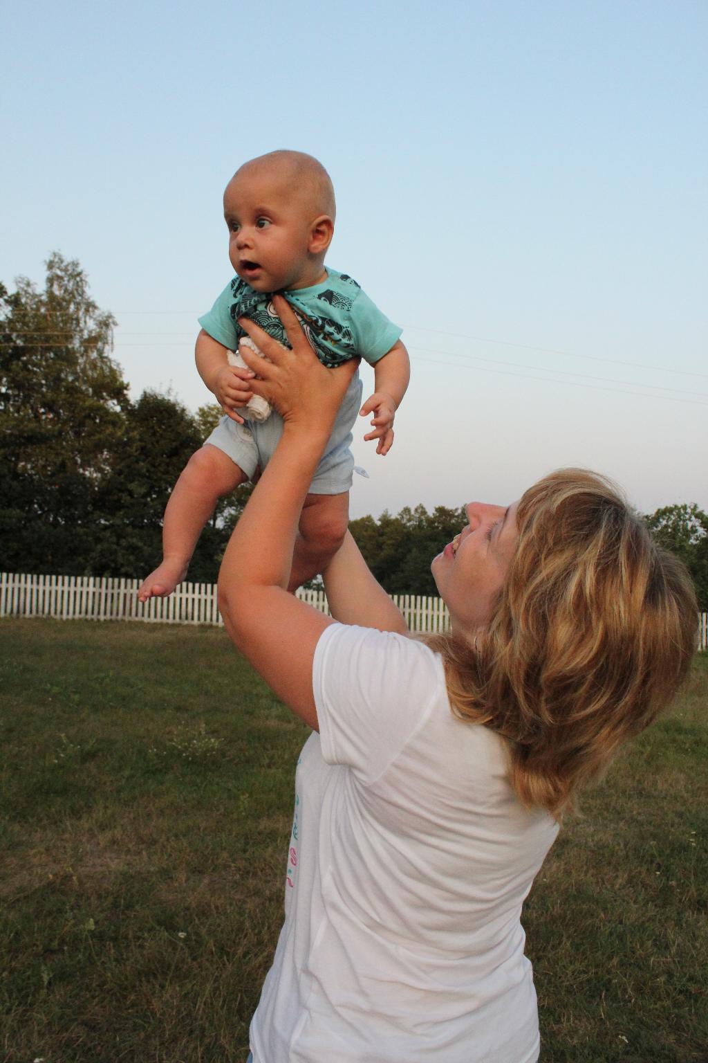 Счастье в маминых руках. Мадонна с младенцем